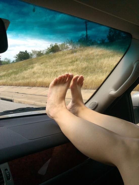 40-es lábak az autóban