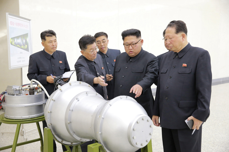 kim_atombombaval.jpg