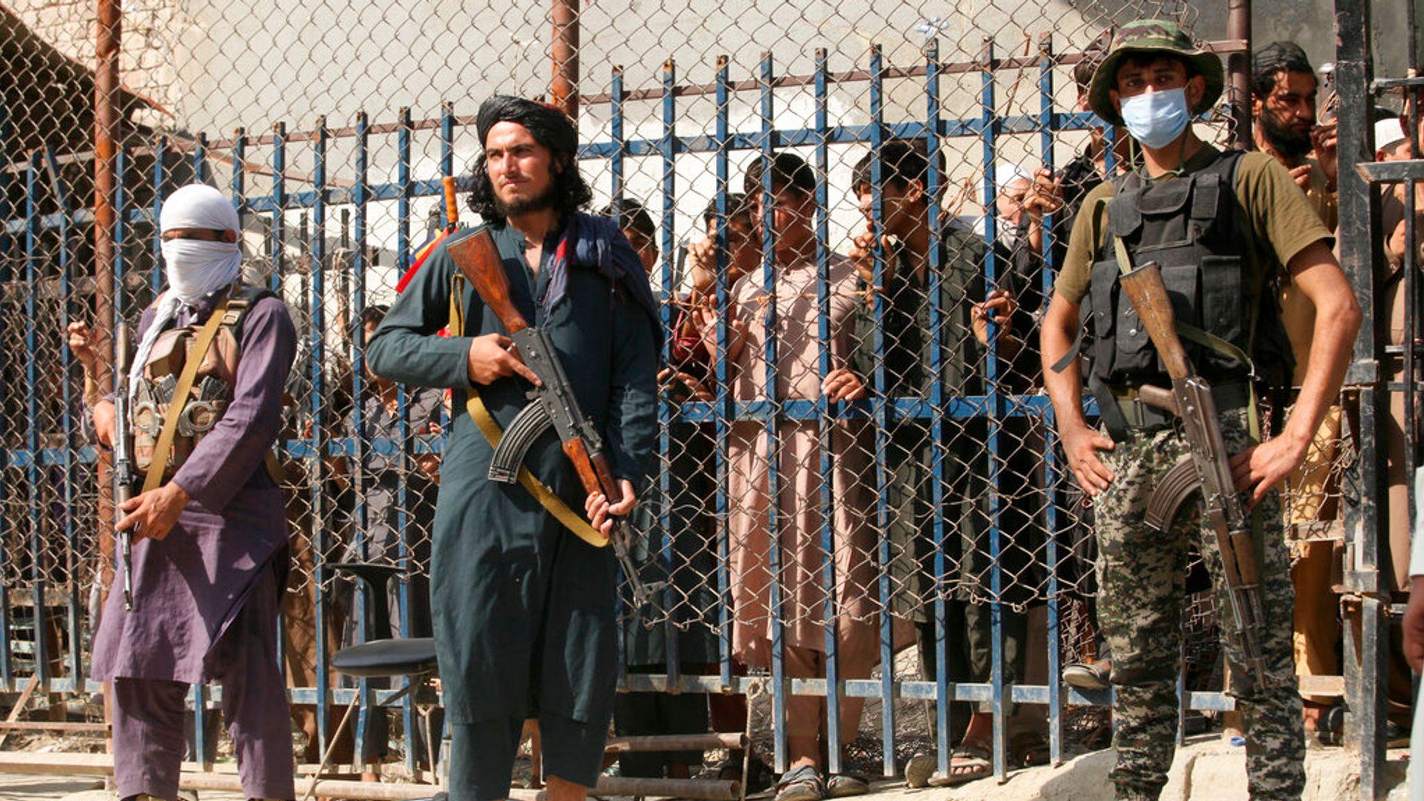 skynews-torkham-afghanistan_5499796.jpg