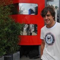 Alonso nem osztja Hamilton azon véleményét, hogy  jövőre is a Red Bullt kell üldözniük