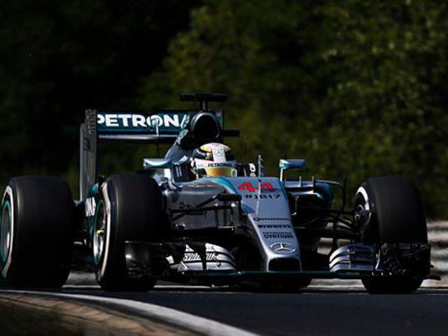 F1 Hamilton végzett az élen a hatalmas balesettel tarkított első edzésen