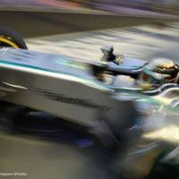 F1 Hamilton az élen, Maldonado a falban zárta a második szabadedzést Szingapúrban
