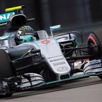 F1 Rosbeg nyert, Hamilton mentette a menthetőt, Vettel kiesett Szocsiban