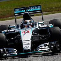 F1 Hamilton átvette a vezetést, Räikkönen beférkőzött a Mercedesek közé