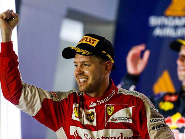 F1 Vettelt legyőzhetetlen volt Szingapúrban, Hamilton kiesett