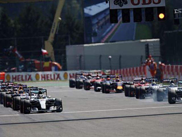 F1 A Mercedes örülne a három autónak, a Red Bull kifut az időből - Villámhírek
