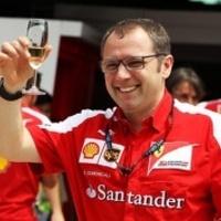 F1 Domenicali csak mosolygott a riválisok csapatutasításain