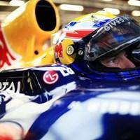 Az éjszakai nagydíj első szabadedzésén Mark Webber volt a leggyorsabb