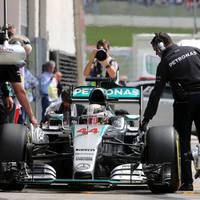 F1 Hamiltoné a pole, Rosberg egy kicsúszással szúrta el a lehetőséget