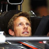 Button kiállt Hamilton mellett