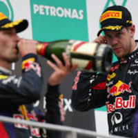 F1 Briatore a Red Bull vezetését gyengeséggel vádolja - Vettel bajnoki címe is elúszhat az eset miatt?