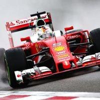 F1 Vettel az élen, a Mercedes idő nélkül zárta az esős harmadik edzést