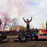 A Red Bull Milton Keynes-ben parádézott (videó)