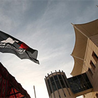 Bahrein könyörög a futamért, miközben helyzetbe hozza magát