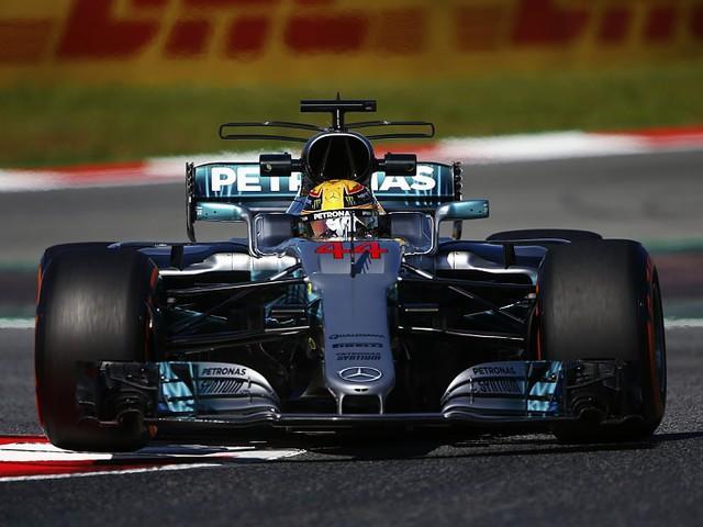 F1 Hamiltonnak bejönnek a frissítések, Vettel panaszkodik