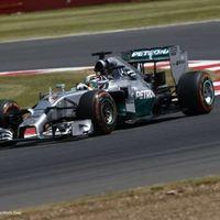 F1 Hamilton győzelmének örülhetett a brit közönség Silverstone-ban
