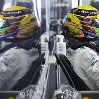 F1 Hamilton pole-ban a Mercedesszel