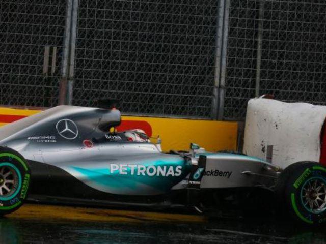 F1 Hamilton volt a pénteki nap leggyorsabb és legpechesebb versenyzője