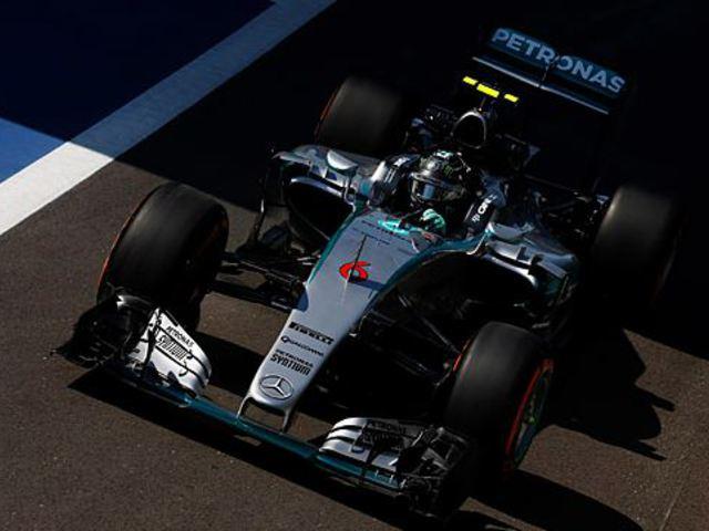 F1 Rosberg az élen, a Ferrarik beférkőztek a Mercedesek közé a 2. edzésen