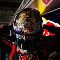 Vettel ragaszkodik a változatos sisakjaihoz