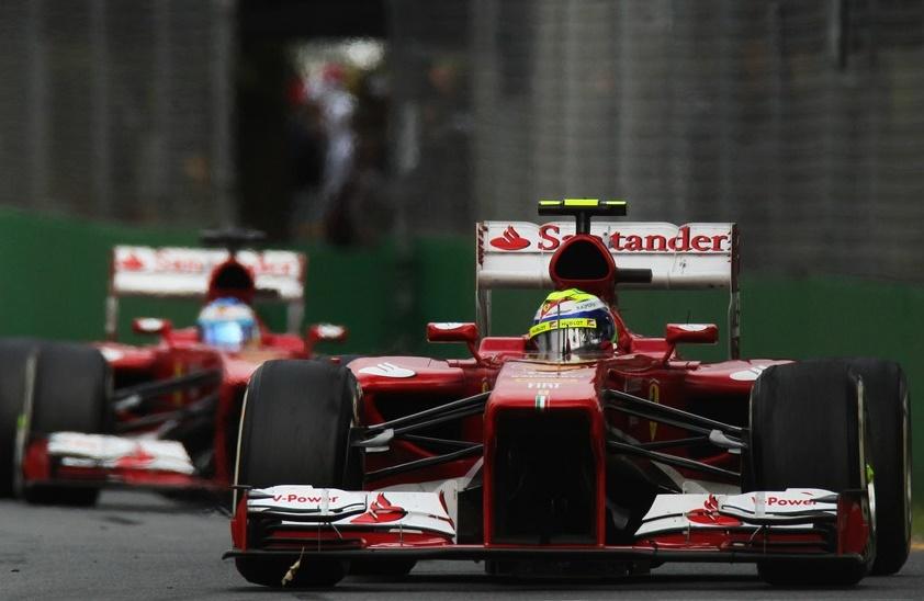 Massa Alonso előtt Ausztráliában.jpg