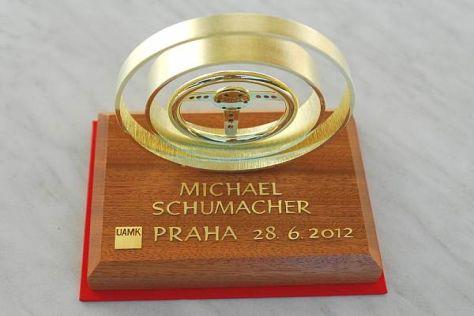 Schumi kitüntetése.jpg