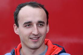 Kubica a Mercedes DTM-jét teszteli.jpg