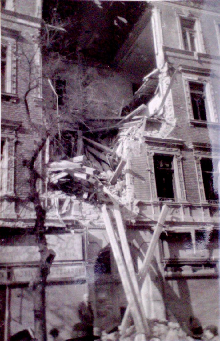 1956. Forradalom. Becsapódás.jpg