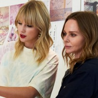 Taylor Swift már ruhákat is tervez – de minek?