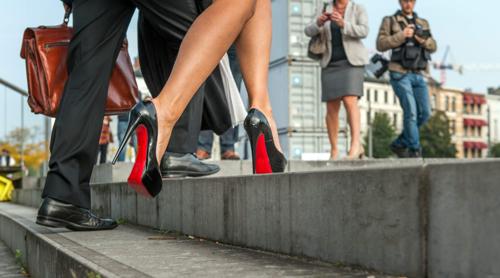 2019: végleg leáldozott a magas sarkú cipőknek?
