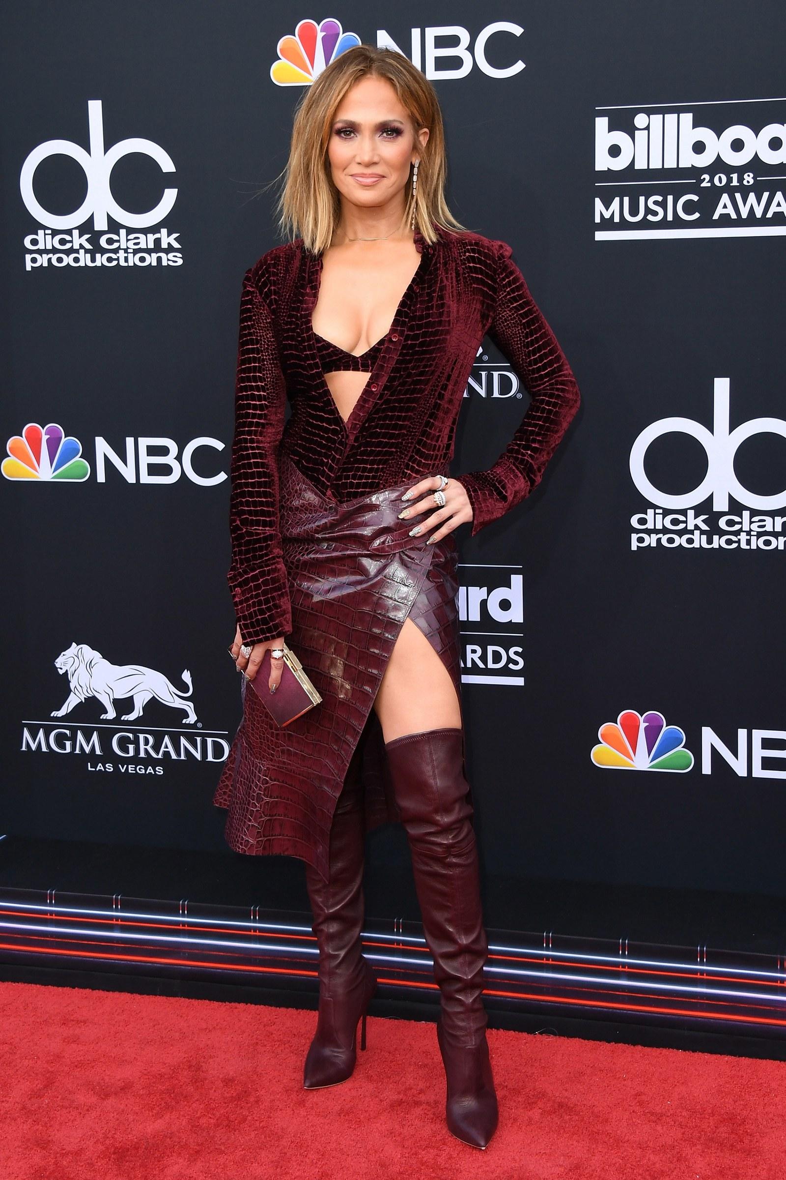 Új szín, új sziluett - de változatlanul Versace a tavalyi Billboard gálán.
