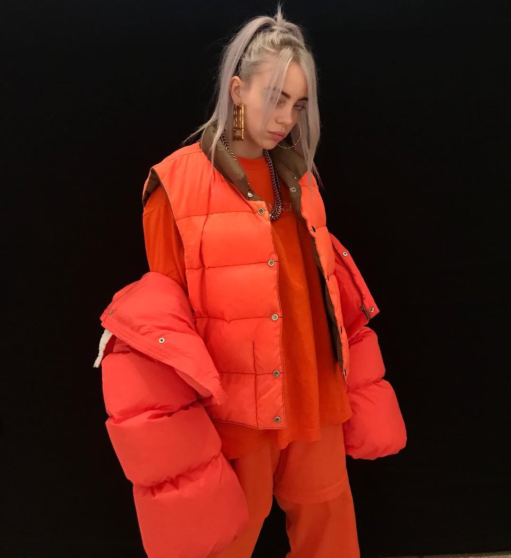 Billie a réteges öltözködést is új szintre emelte - kifejezetten fázós típusoknak a legjobb opció.