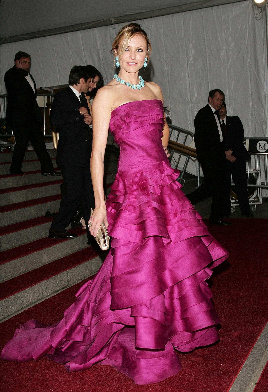 Ha Cameron Diaz, akkor ez a fukszia ruha és a türkiz ékszerek biztosan beugranak.<br /><br />CAMERON DIAZ<br />Christian Dior, 2007