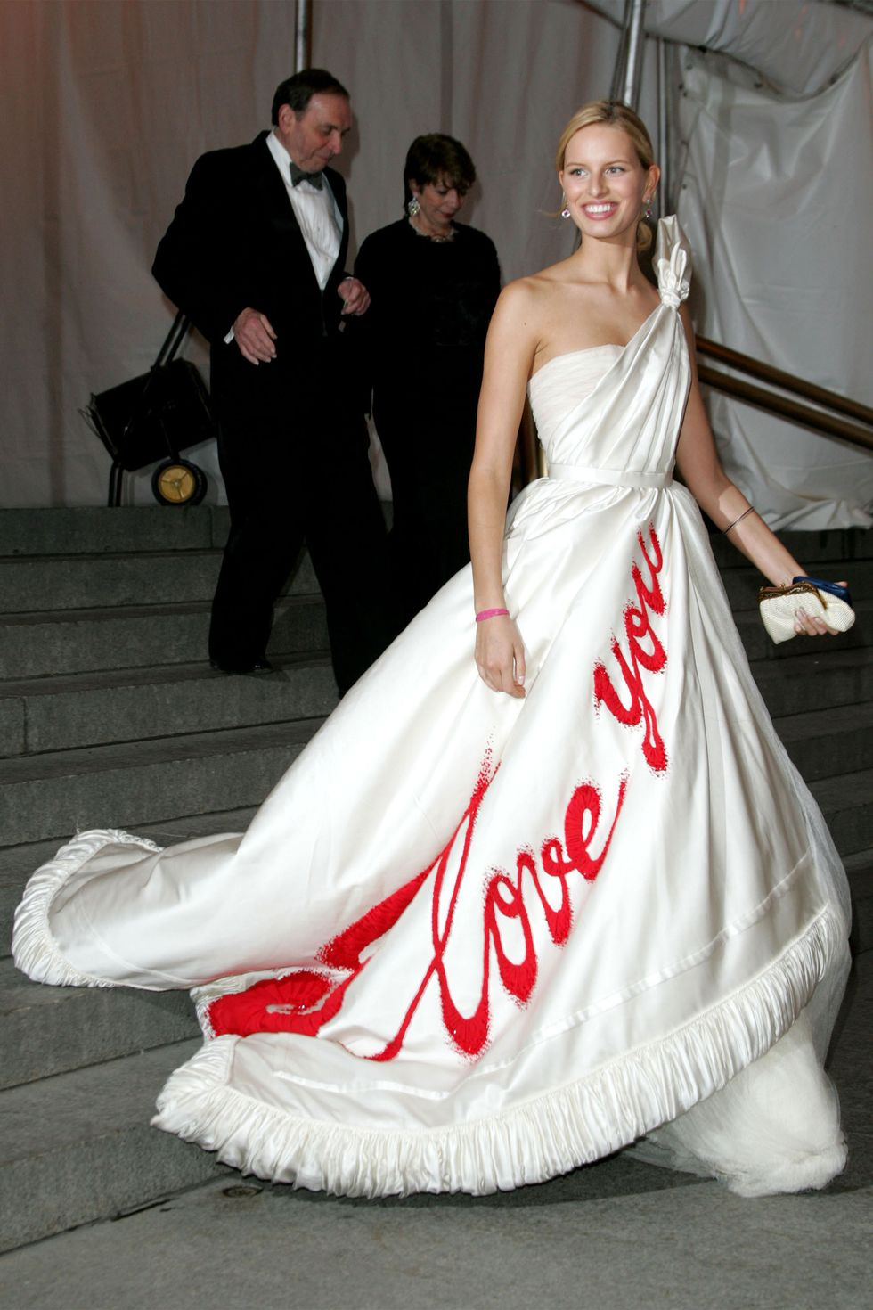 Romantikus vallomás a Viktor&Rolftól. <br /><br />KAROLINA KURKOVA<br />Viktor&Rolf, 2005