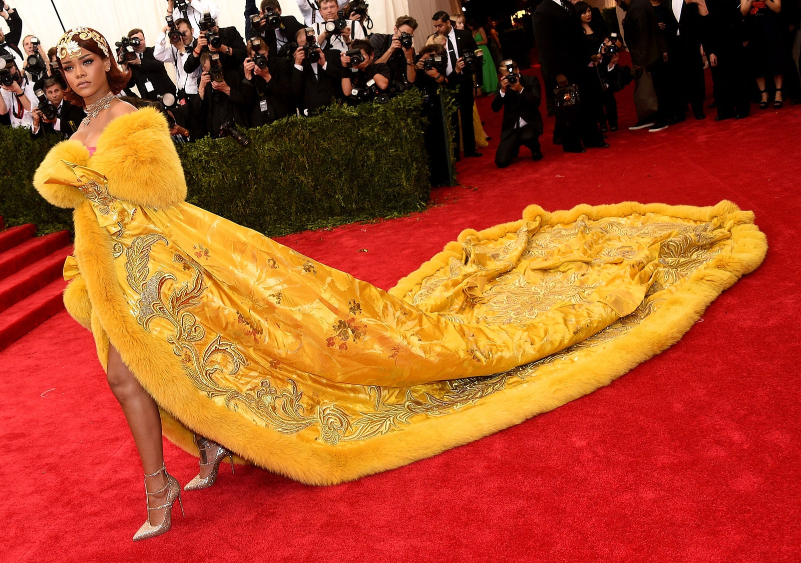 A ruha, ami pillanatok alatt mémmé vált: volt, akit rántottára, volt, akit pizzára emlékeztetett.<br /><br />RIHANNA<br />Gou Pei, 2015<br />