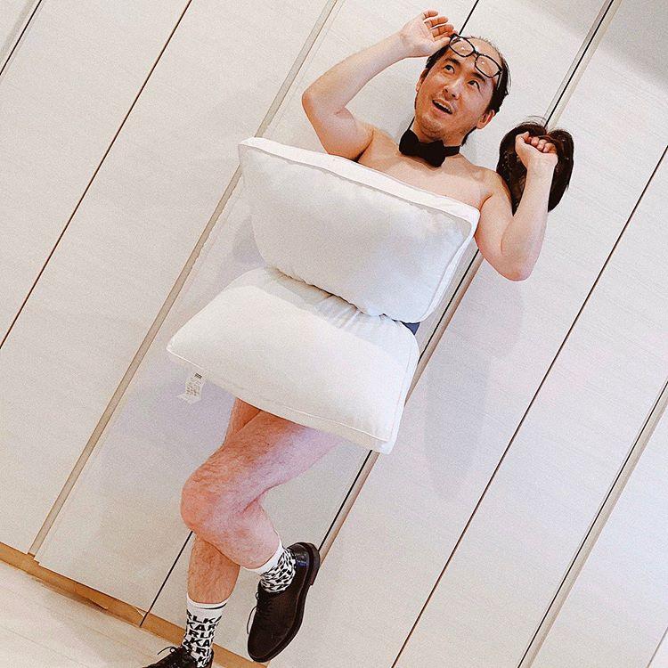 A csokornyakkendő és a zokni is remek kiegészítő lehet, ha párnából gyártunk ruhát.<br /><br /><br />instagram.com/tsukasa_trandy