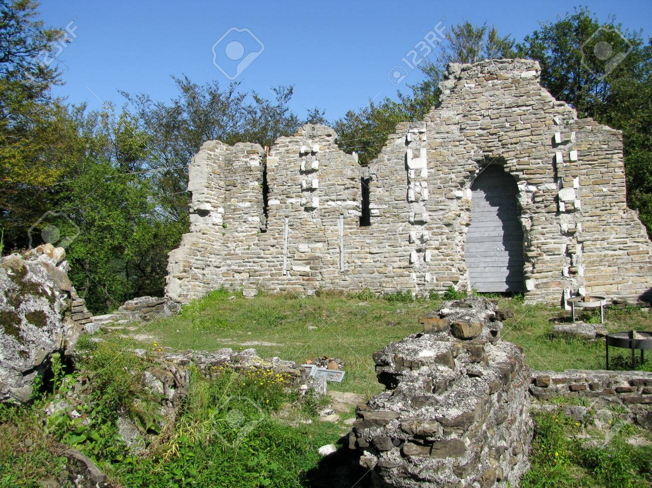 11487123-the-ruins-of-an-ancient-byzantine-church-russia-loo.jpg