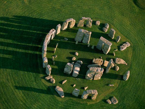 stonehenge-above_24772_600x450.jpg
