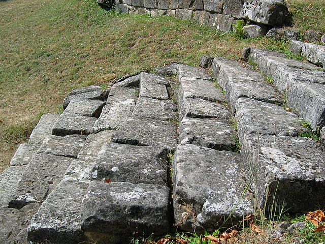 640px-Costesti_Cetatuie_Dacian_Fortress_2011_-_Stairs_Close_Up.jpg