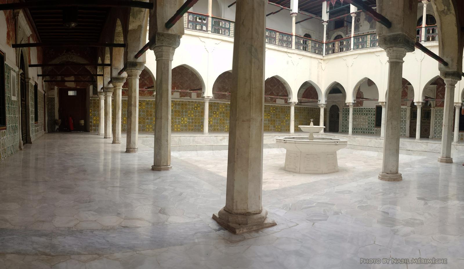 ob_d95f01_palais-ahmed-bey-constantine-algerie.jpg