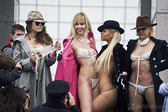 FEMEN_Swine_Flu_Panic_Protest-13.jpg