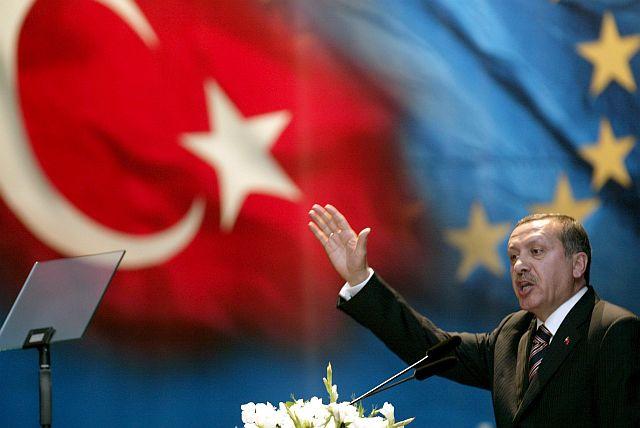 Erdogan-with-Turkish-and-EU-flags.jpg