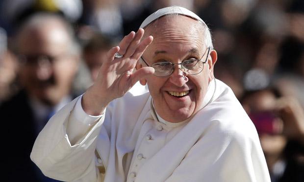 pope-francis-waves-to-cro-011.jpg