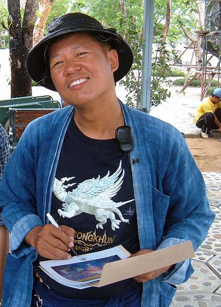 431px-Chalermchai_Kositpipat_at_Wat_Rong_Khun_2007-05-15.JPG
