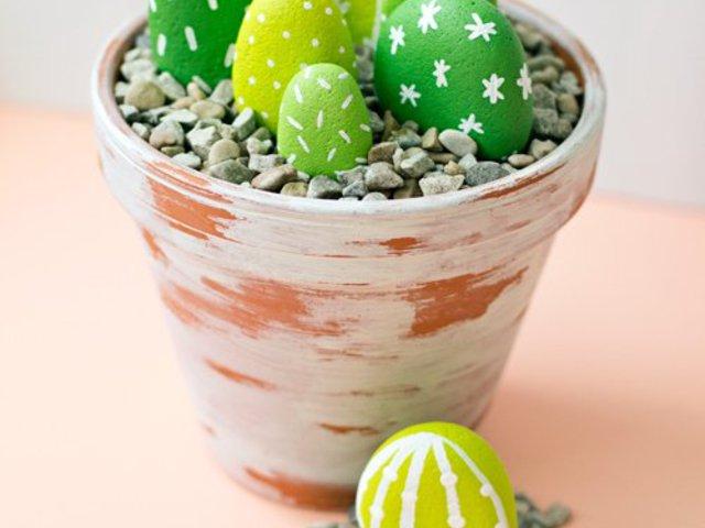 Festett kavics kaktuszok