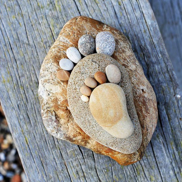 stone-footprints-land-art-iain-blake-10.jpg
