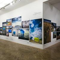 Ünnepi tárlatvezetés Koronczi Endre kiállításán