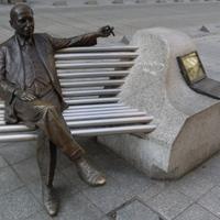 Hasonmás: Kálmán Imre szobra
