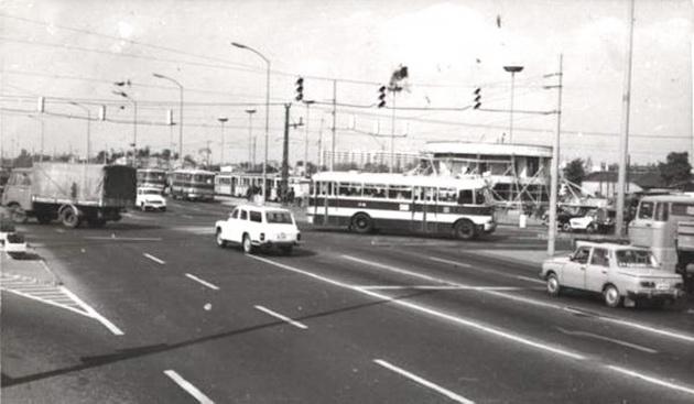 edea683c2c 1980 november 7-én nyílt meg a Sugár Üzletközpont az Örs Vezér terén. Ez  alkalomból utánajártunk az új kereskedelmi formát jelentő Sugár múltjának  és ...