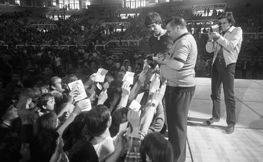 budapestsportcsarnok-puskasocsi-derijanos-1980asevek-fortepan_hu.jpg